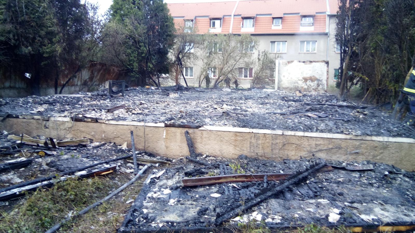 Požár prázdně budovy Libochovice (2).jpg