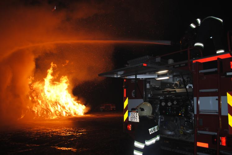 Požár stohu v Podhořanech u Ronova.