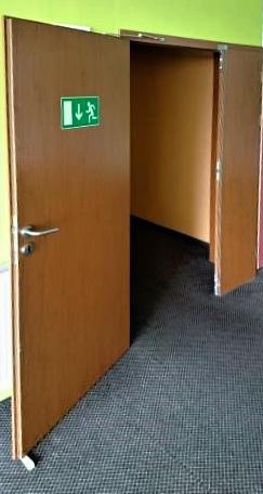 Zaklínkované dveře